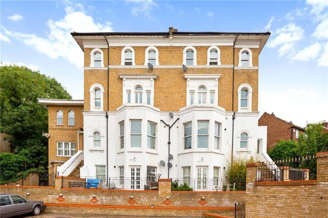 Asking Price £550,000, 2 Bedroom Flat For Sale in London, SE22