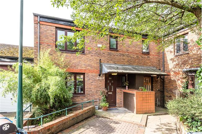 Asking Price £675,000, 4 Bedroom House For Sale in London, SE24