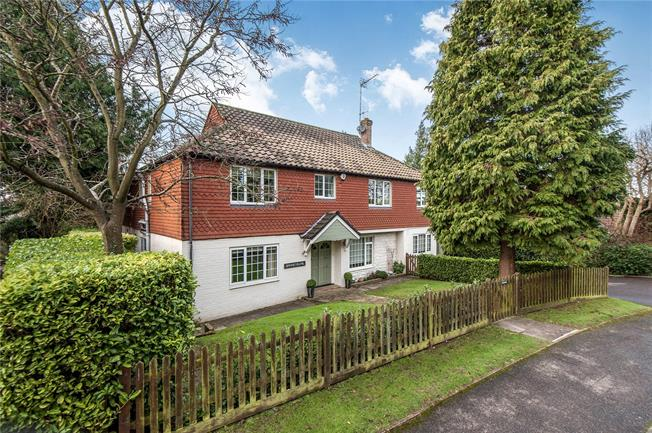 Guide Price £1,250,000, 5 Bedroom Detached House For Sale in Leatherhead, KT22