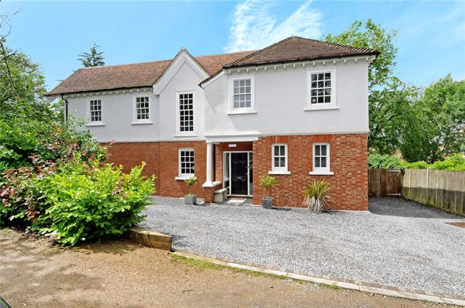 Guide Price £1,325,000, 5 Bedroom Detached House For Sale in Epsom, KT19