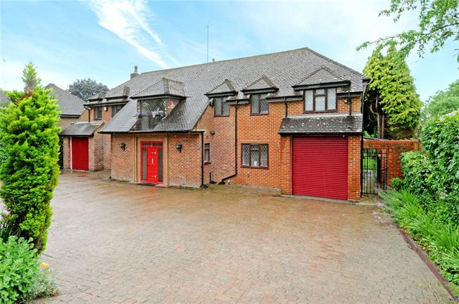 Guide Price £1,195,000, 6 Bedroom Detached House For Sale in Tadworth, KT20