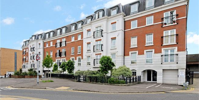 Guide Price £550,000, 2 Bedroom Flat For Sale in Epsom, KT19