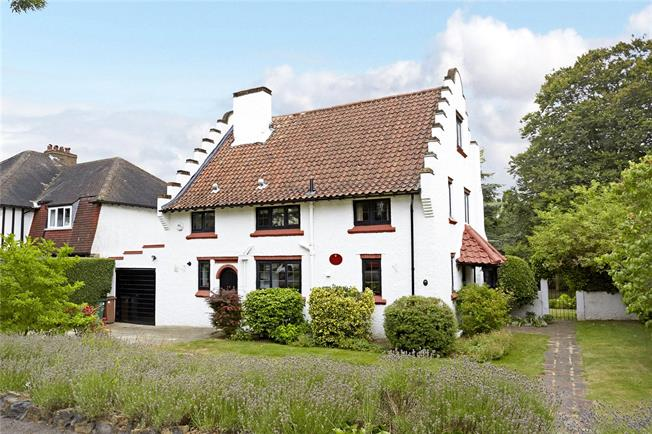 Guide Price £925,000, 4 Bedroom Detached House For Sale in Surrey, SM2