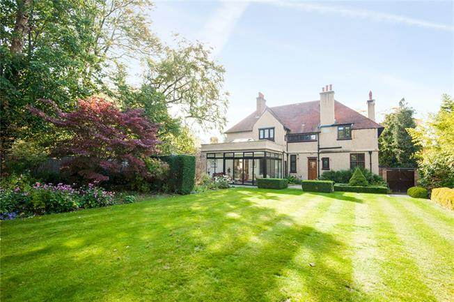 Guide Price £1,675,000, 5 Bedroom Detached House For Sale in Epsom, KT17