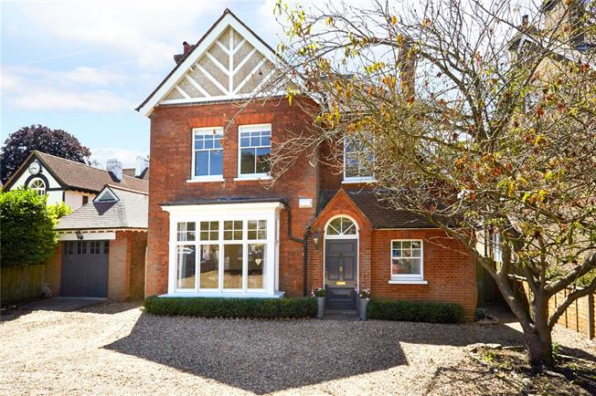 Guide Price £1,495,000, 6 Bedroom Detached House For Sale in Surrey, KT17