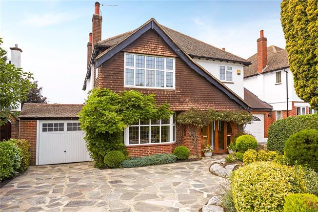 Guide Price £945,000, 4 Bedroom Detached House For Sale in Epsom, KT18