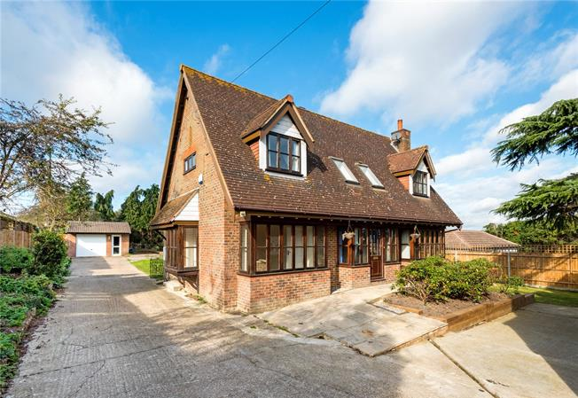 Guide Price £775,000, 3 Bedroom Detached House For Sale in Surrey, SM7