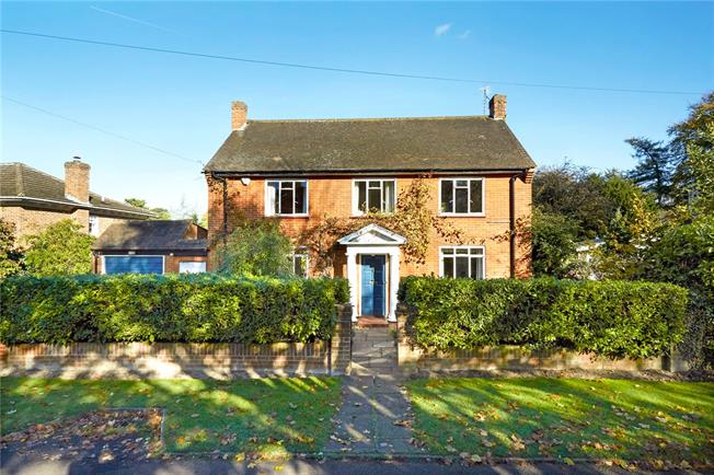 Guide Price £975,000, 4 Bedroom Detached House For Sale in Epsom, KT18