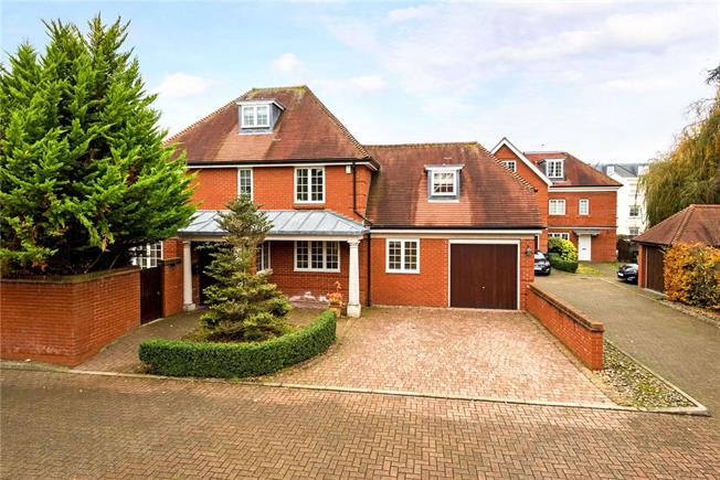 Guide Price £1,250,000, 4 Bedroom Detached House For Sale in Surrey, KT18