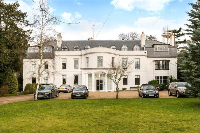 Guide Price £550,000, 3 Bedroom Flat For Sale in Epsom, Surrey, KT17