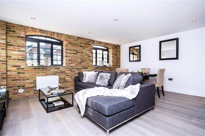 Asking Price £400,000, 2 Bedroom Flat For Sale in Epsom, KT18