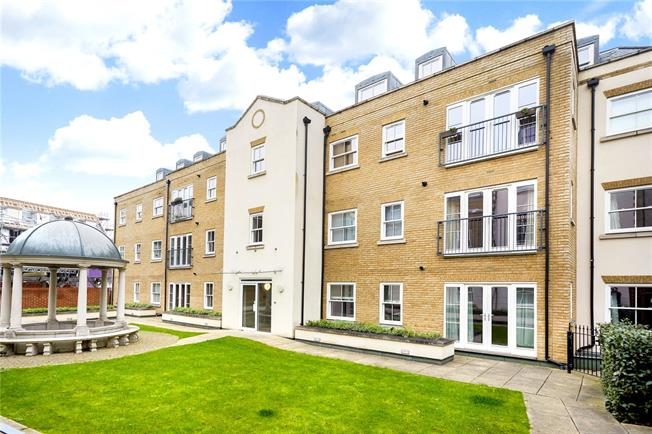 Asking Price £385,000, 2 Bedroom Flat For Sale in Epsom, KT18