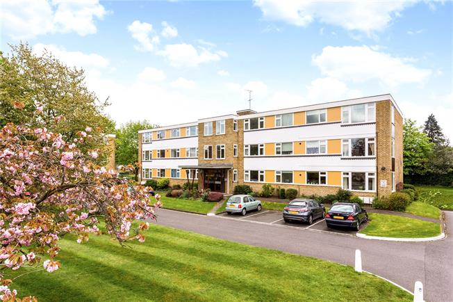 Asking Price £450,000, 3 Bedroom Flat For Sale in Epsom, Surrey, KT18