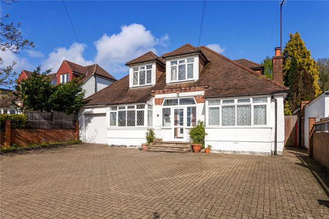 Asking Price £900,000, 4 Bedroom Detached House For Sale in Epsom, KT18
