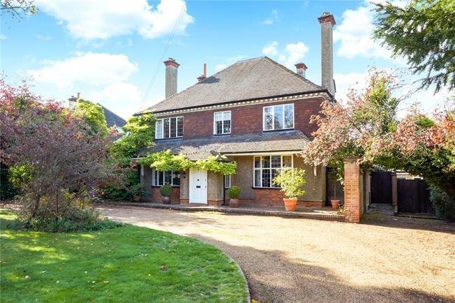 Asking Price £1,450,000, 5 Bedroom Detached House For Sale in Sutton, SM2