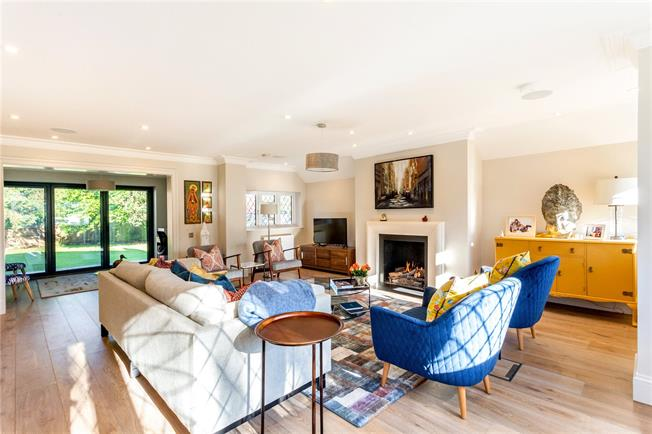 Asking Price £1,500,000, 5 Bedroom Detached House For Sale in Surrey, SM7