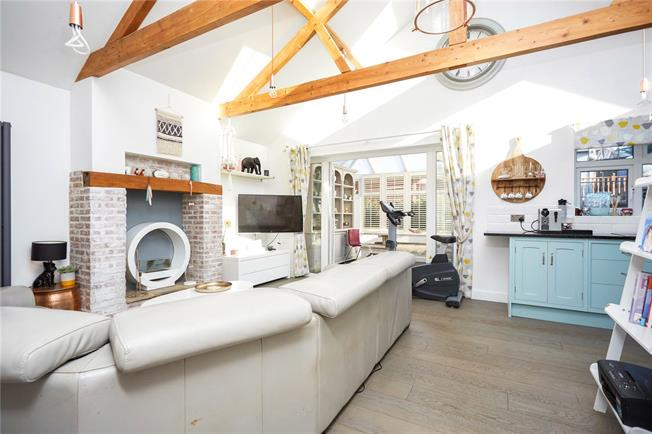 Asking Price £635,000, 3 Bedroom Bungalow For Sale in Ashtead, KT21