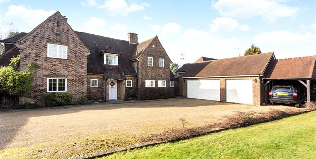 Asking Price £1,350,000, 5 Bedroom Detached House For Sale in Chipstead, CR5