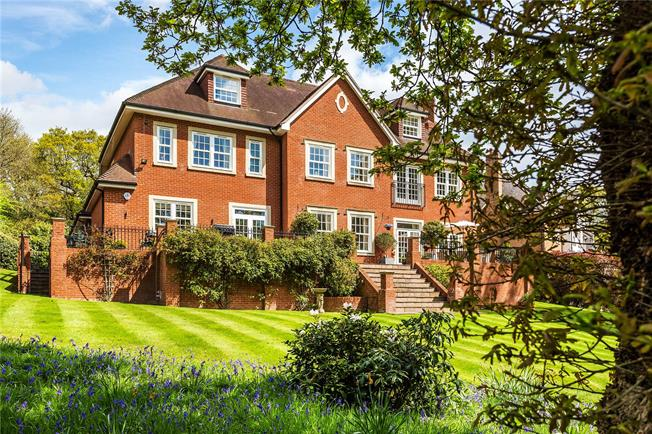 Guide Price £2,150,000, 6 Bedroom Detached House For Sale in Tadworth, Surrey, KT20