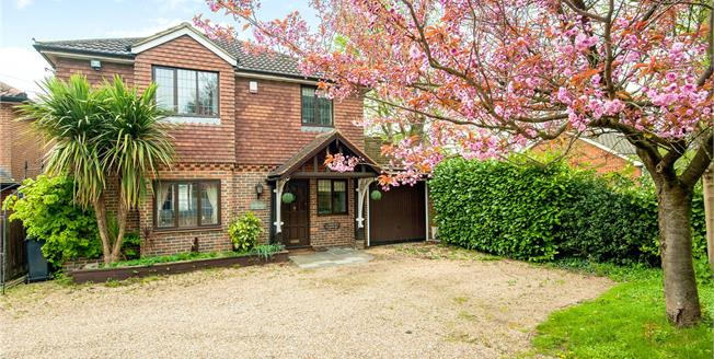 Guide Price £599,950, 3 Bedroom Detached House For Sale in Surrey, KT20