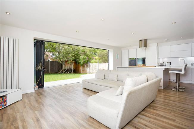Asking Price £800,000, 4 Bedroom Detached House For Sale in Epsom, KT18