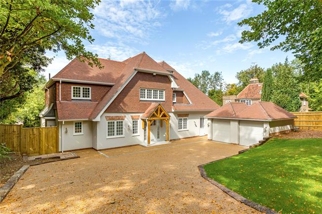Asking Price £1,750,000, 5 Bedroom Detached House For Sale in Coulsdon, Surrey, CR5