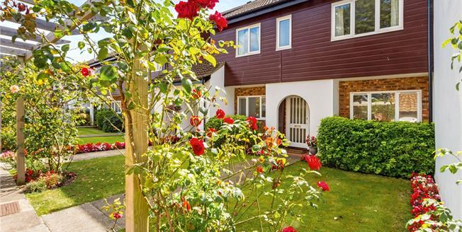 Asking Price £595,000, 2 Bedroom Flat For Sale in Ashtead, Surrey, KT21