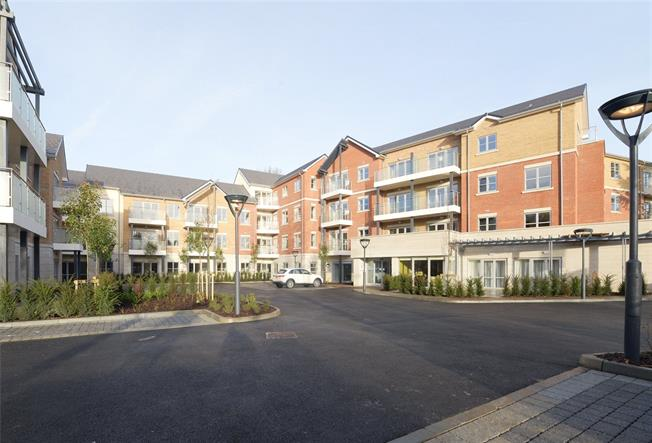 Asking Price £480,000, 2 Bedroom Flat For Sale in Weybridge, KT13