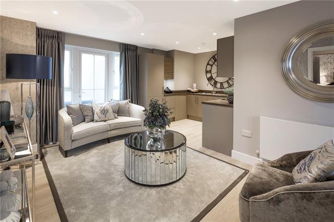 Asking Price £339,995, 2 Bedroom Flat For Sale in Godalming, GU7