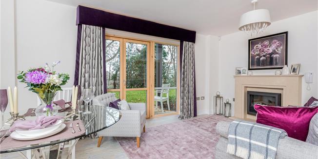 Asking Price £375,000, 2 Bedroom Flat For Sale in Weybridge, KT13