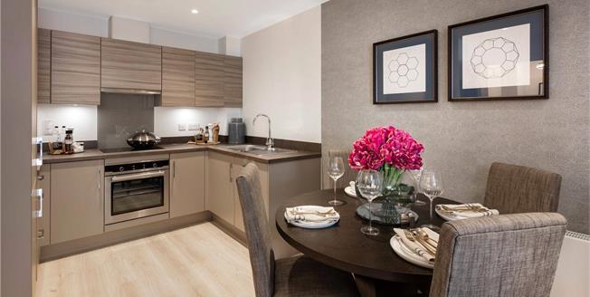 Asking Price £450,000, 3 Bedroom Flat For Sale in Godalming, GU7