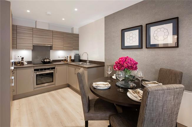 Asking Price £409,000, 3 Bedroom Flat For Sale in Godalming, GU7