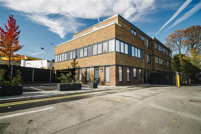 Asking Price £245,000, 1 Bedroom Flat For Sale in Surrey, KT21