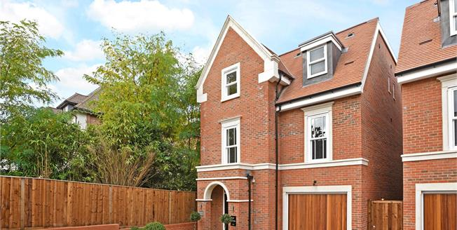 Asking Price £1,295,000, 4 Bedroom Detached House For Sale in Weybridge, KT13