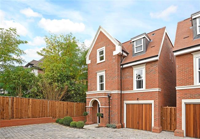 Asking Price £1,295,000, 4 Bedroom Detached House For Sale in Weybridge, KT13