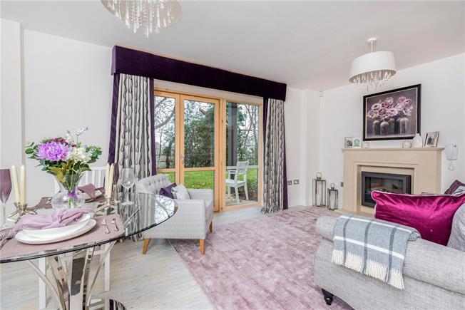 Asking Price £340,000, 2 Bedroom Flat For Sale in Surrey, KT13