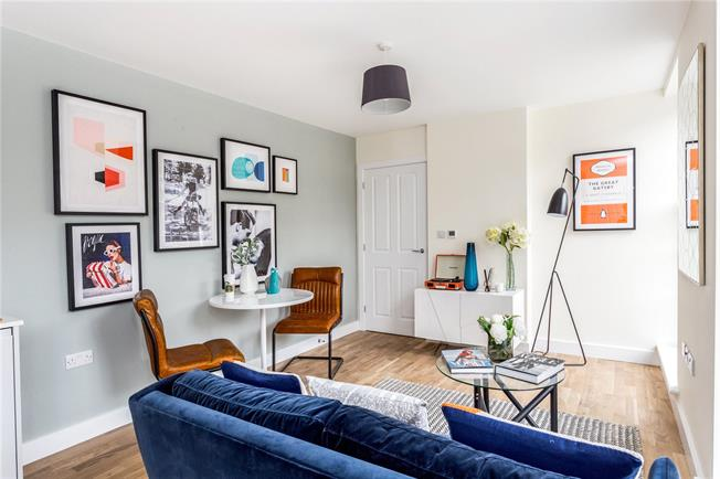 Asking Price £350,000, 2 Bedroom Flat For Sale in Walton-on-Thames, KT12