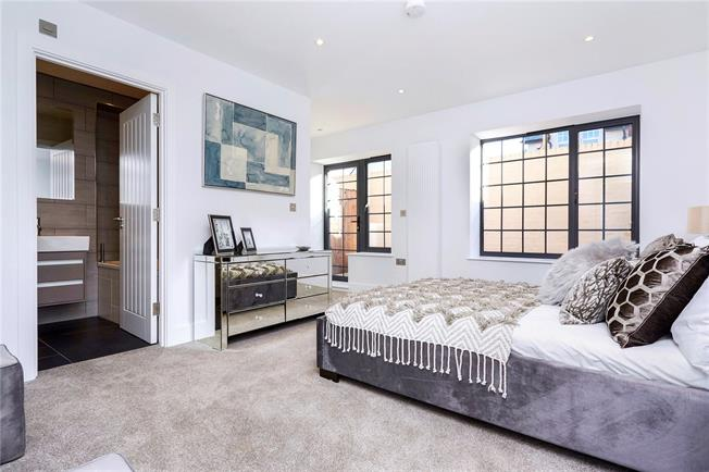 Asking Price £389,950, 2 Bedroom Flat For Sale in Epsom, KT18