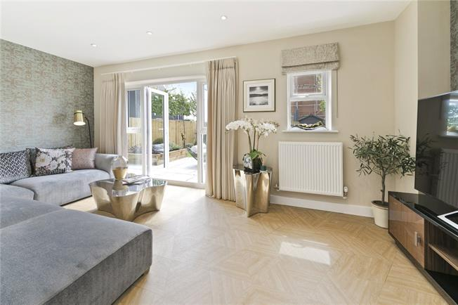 Asking Price £610,000, 3 Bedroom House For Sale in Walton-on-Thames, Surrey, KT12