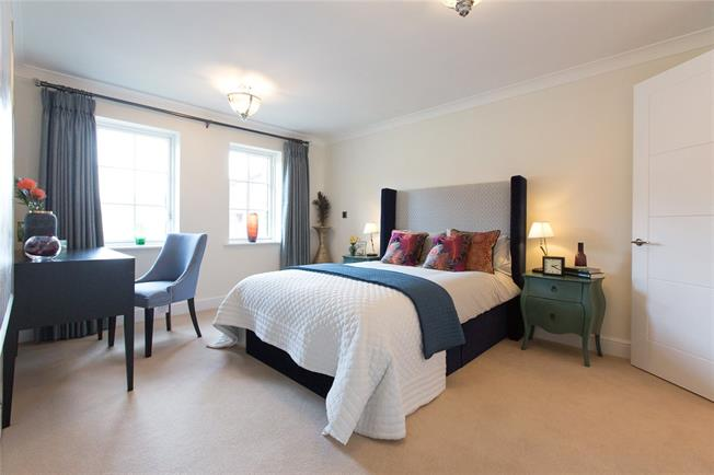 Asking Price £690,000, 2 Bedroom Flat For Sale in Egham, Surrey, TW20