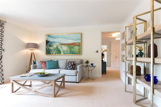 Asking Price £595,000, 2 Bedroom Flat For Sale in Egham, Surrey, TW20