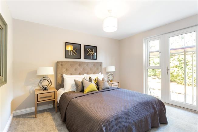 Asking Price £360,000, 2 Bedroom Flat For Sale in Surrey, RH4