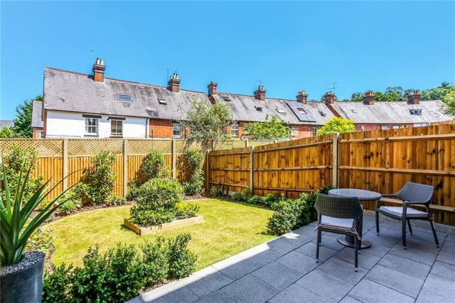 Asking Price £580,000, 4 Bedroom House For Sale in Godalming, Surrey, GU7
