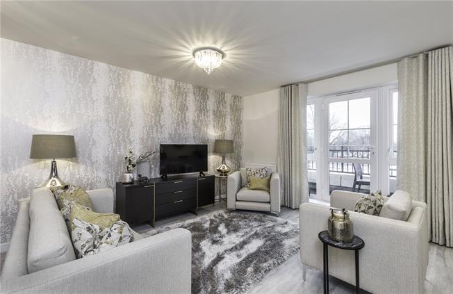 Asking Price £369,500, 2 Bedroom Flat For Sale in Walton-on-Thames, Surrey, KT12