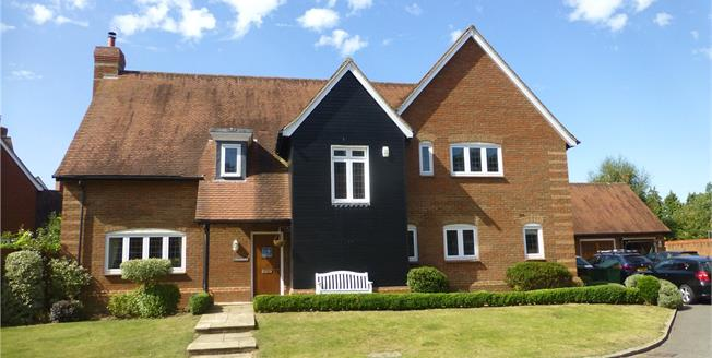 Guide Price £1,150,000, 4 Bedroom Detached House For Sale in Betchworth, RH3