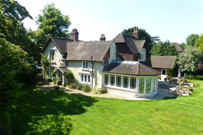 Guide Price £1,545,000, 5 Bedroom Detached House For Sale in Buckland, RH3