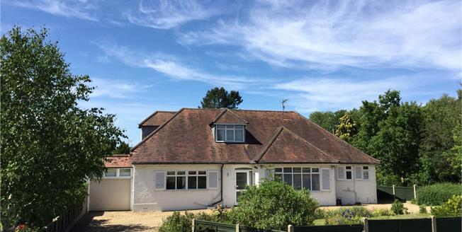 Guide Price £825,000, 4 Bedroom Detached House For Sale in Betchworth, Surrey, RH3
