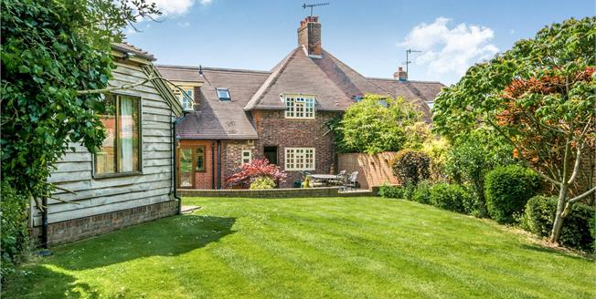 Guide Price £675,000, 3 Bedroom Semi Detached House For Sale in Dorking, Surrey, RH5