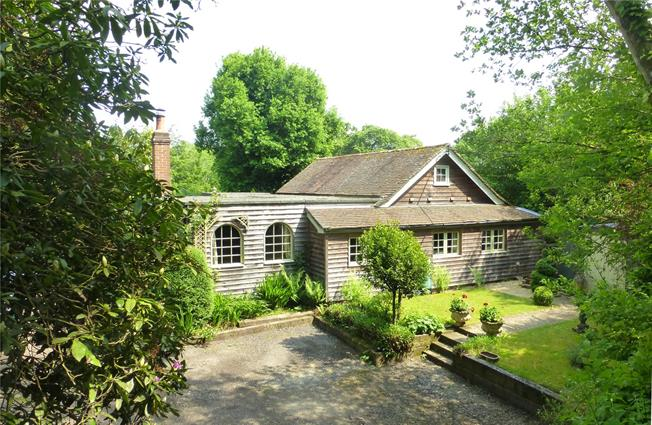 Guide Price £650,000, 3 Bedroom Detached House For Sale in Ockley, RH5