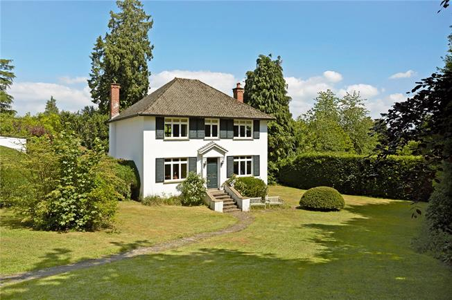 Guide Price £950,000, 3 Bedroom Detached House For Sale in Westcott, RH4